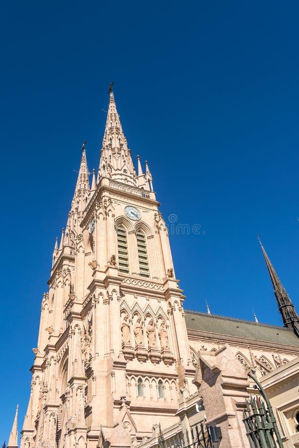 Lujan, Buenos Aires, Argentinien, am 7. April 2019: Ansicht gotischer Lujan-Basilika nahe Buenos Aires, Argentinien lizenzfreies stockfoto