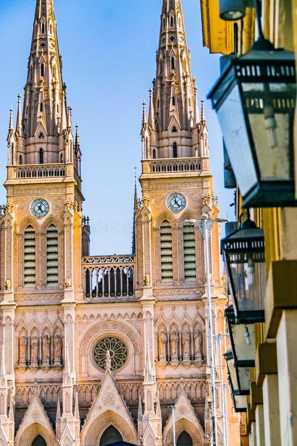 Lujan, Buenos Aires, Argentinien, am 7. April 2019: Ansicht gotischer Lujan-Basilika nahe Buenos Aires, Argentinien stockfotos