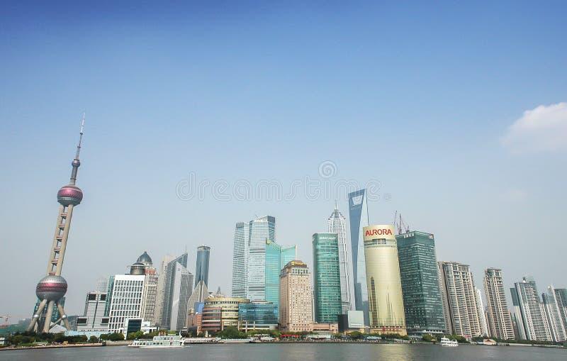 Lujiazui område, det orientaliska pärlemorfärg TVtornet av den Shanghai byggnadsgruppen Kina finansiella mitt royaltyfria foton