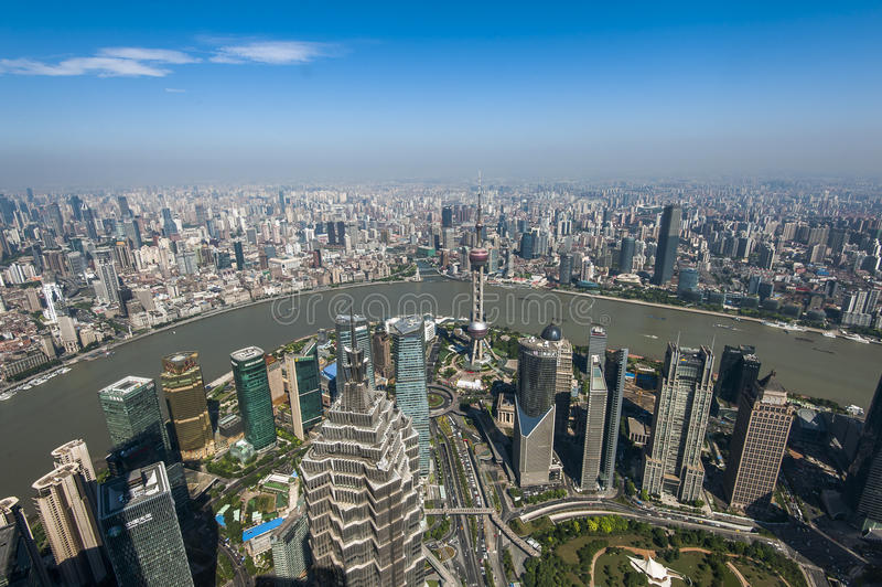 Lujiazui rond door Huangpu rivier-Shanghai financiëncentrum stock fotografie