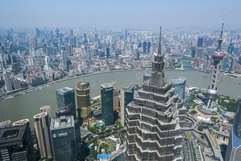 Lujiazui rond door Huangpu rivier-Shanghai financiëncentrum stock foto