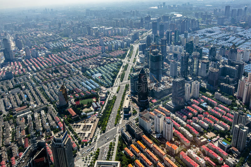 Lujiazui rond door Huangpu rivier-Shanghai financiëncentrum royalty-vrije stock afbeeldingen