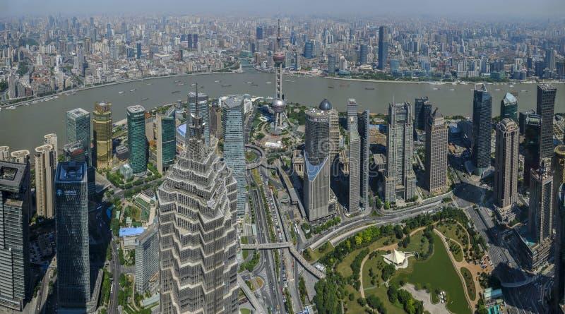 Lujiazui rond door Huangpu rivier-Shanghai financiëncentrum royalty-vrije stock fotografie