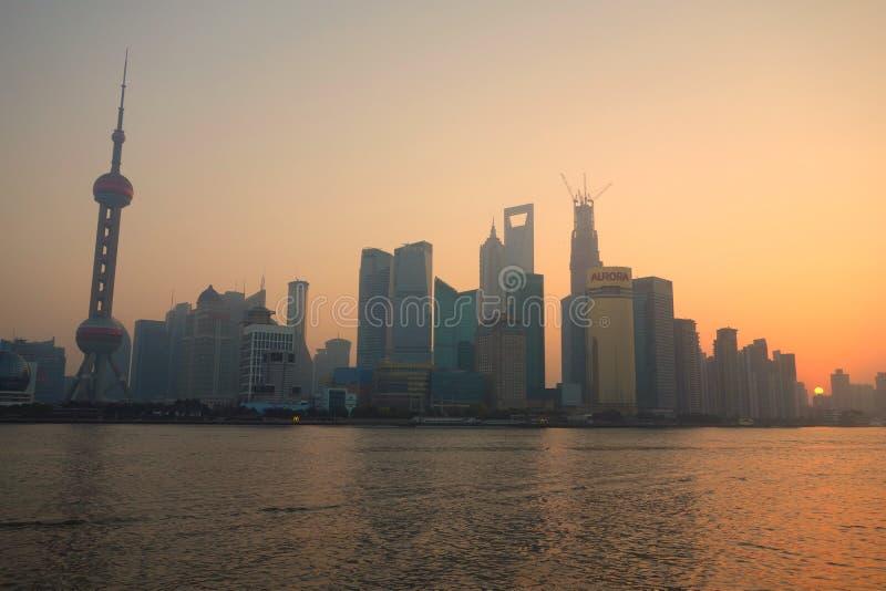 Lujiazui van Shanghai bij zonsopgang stock foto