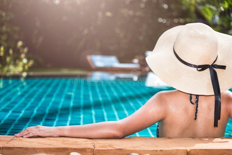 Lujo trasero de la mujer joven y del sombrero fotos de archivo libres de regalías
