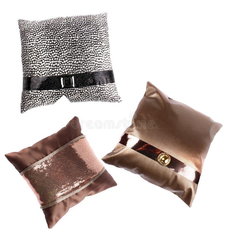 Lujosas almohadas de diseño fotos de archivo