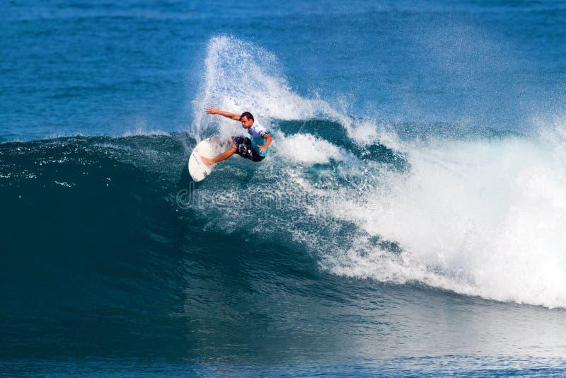 Luke Munro que surfa nos mestres do encanamento foto de stock royalty free