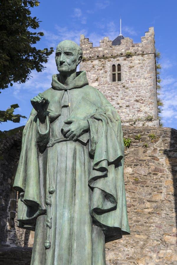 Luke Wadding Statue e la chiesa francese a Waterford immagine stock libera da diritti