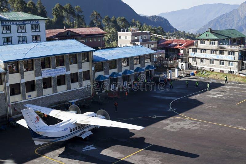 Lukla, cirka November, 2017 van Nepal: Lukla is de plaats waar de meeste mensen de klim beginnen om Everest-Basiskamp op te zette stock fotografie