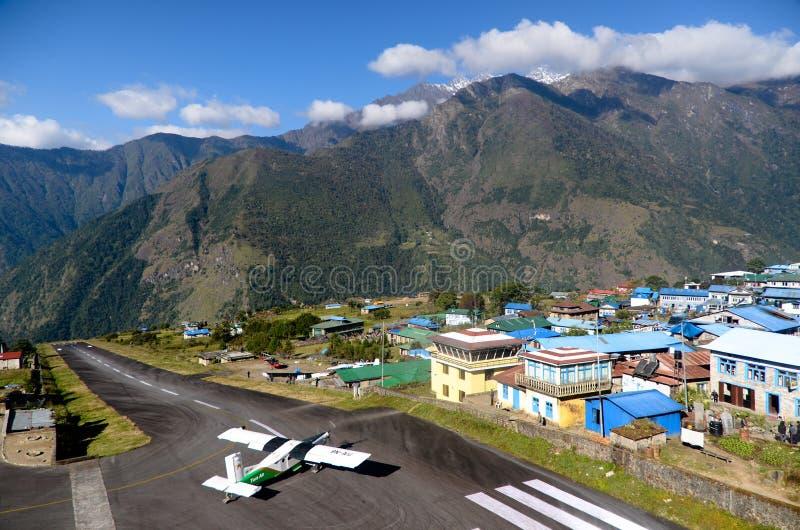 Lukla Flughafen - Everest-Einsprungadresse lizenzfreies stockfoto