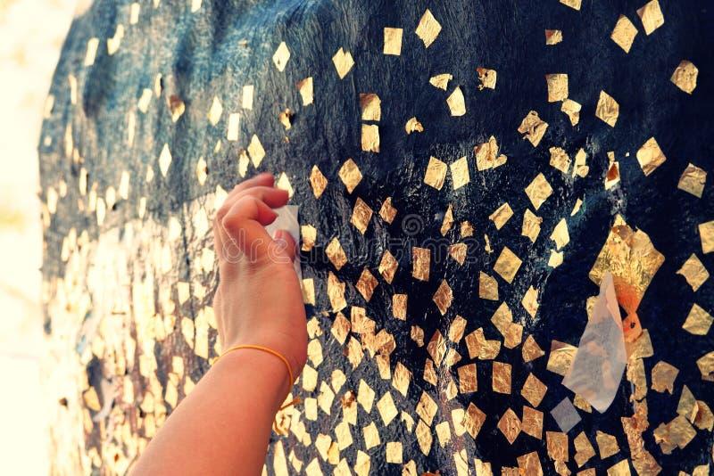 Luknimit jest buddyzmu kamiennym piłką lub granica dryluje błogosławieństwo dla świętowanie pagody założenia zdjęcia stock