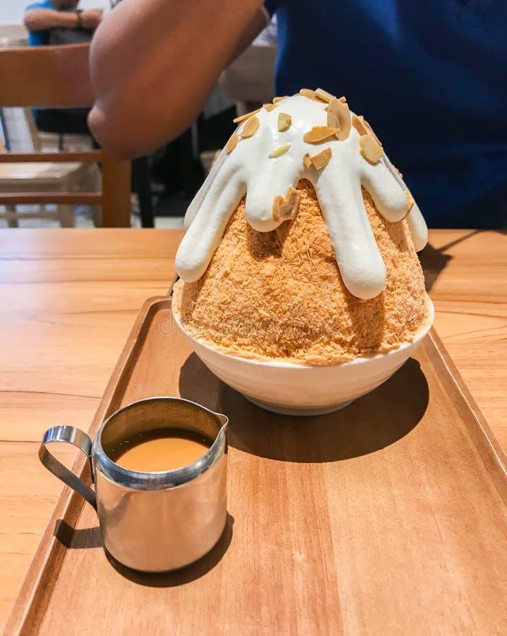 Lukrowy Tajlandzki dojny herbaciany bingsoo w deserowej kawiarni fotografia royalty free