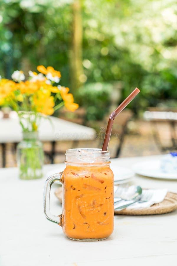lukrowy tajlandzki dojny herbaciany słój obrazy royalty free
