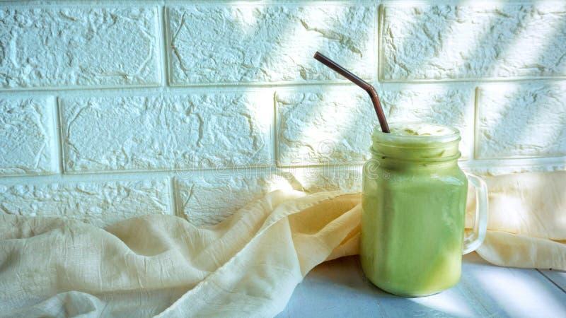 Lukrowy zielonej herbaty latte obraz royalty free