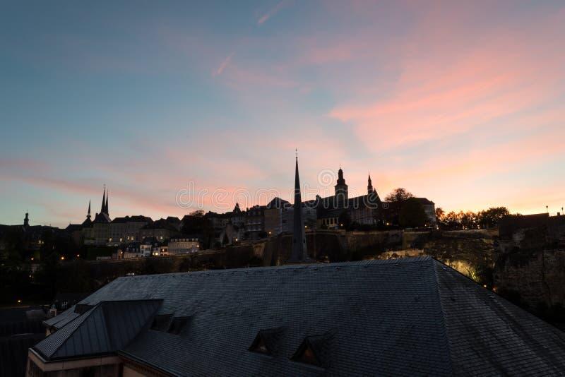 Luksemburg miasta linia horyzontu na bock kazamatach przy zmierzchem fotografia royalty free