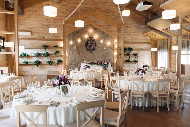 Luksus, elegancki wesele stołu przygotowania, kwiecisty centerpiece zdjęcie stock