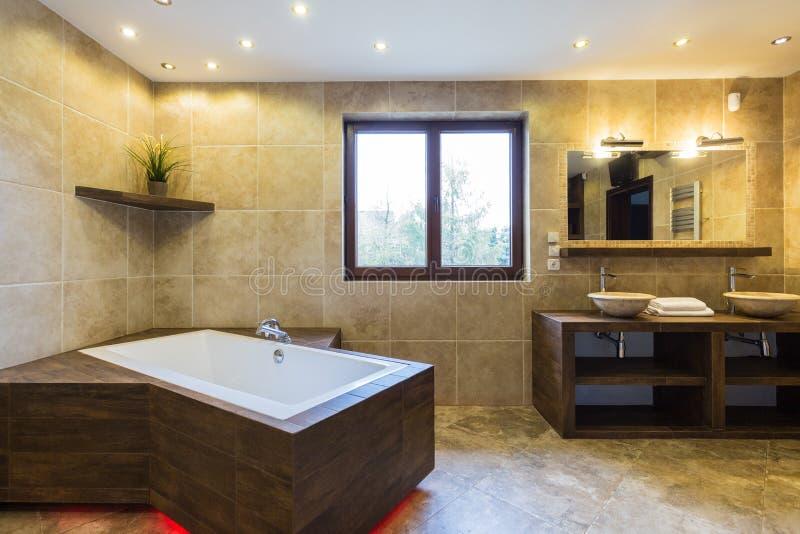 Luksusowa łazienka w pięknej siedzibie fotografia royalty free