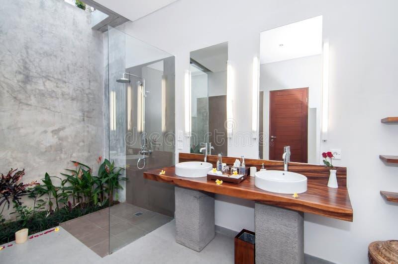 Luksusowa i Czysta łazienka zdjęcia stock