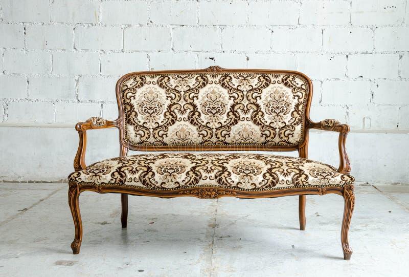 Luksusowa klasyczna rocznik kanapa zdjęcia royalty free