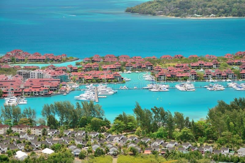 Luksusowa rezydentura i marina w Eden wyspie, Seychelles zdjęcia stock
