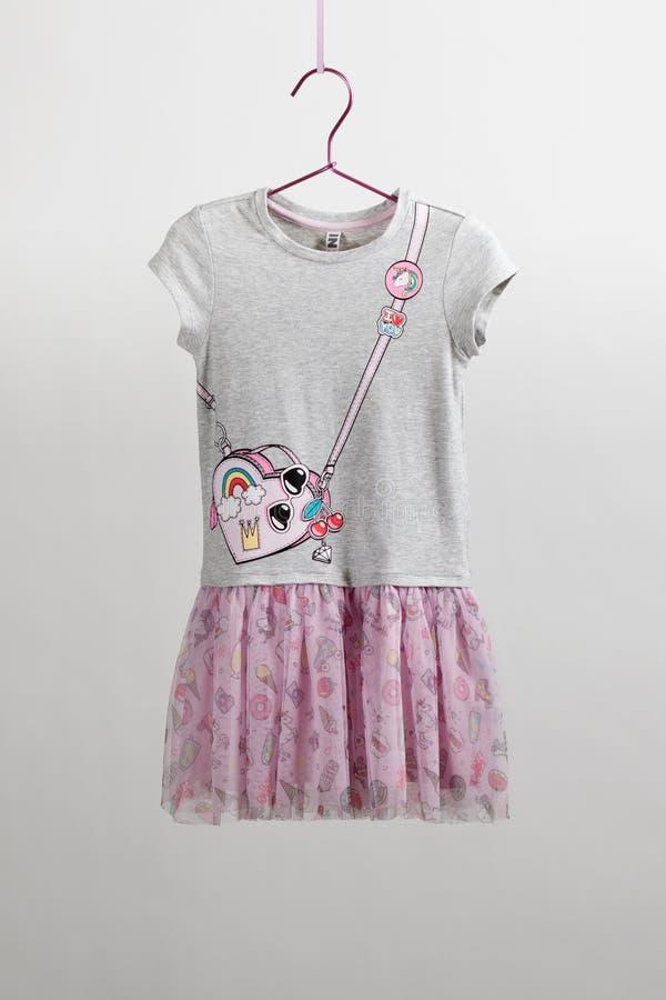 Luksusowa szyk spódnica z bluzką dla dziewczyn tiul Children kamera, magiczna różdżka, akcesoria zdjęcia stock