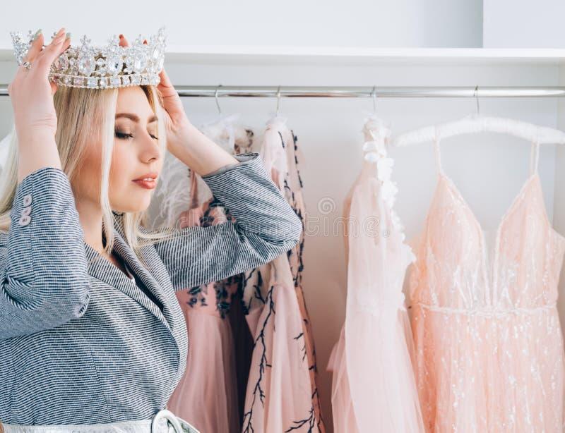 Luksusowe moda butika projektanta balu suknie zdjęcie royalty free