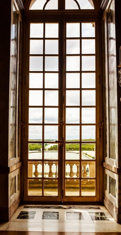 Luksusowego pałac szklani okno w Versailles pałac zdjęcia stock
