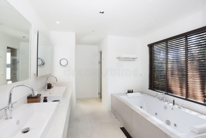 luksusowy łazienka biel obrazy royalty free