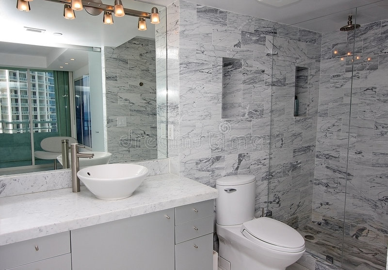 luksusowy łazienki wnętrze obrazy stock