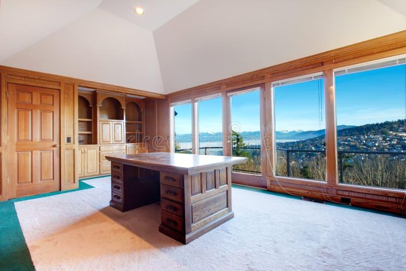 Luksusowy biurowy pokój z strajka pokładem zdjęcie stock