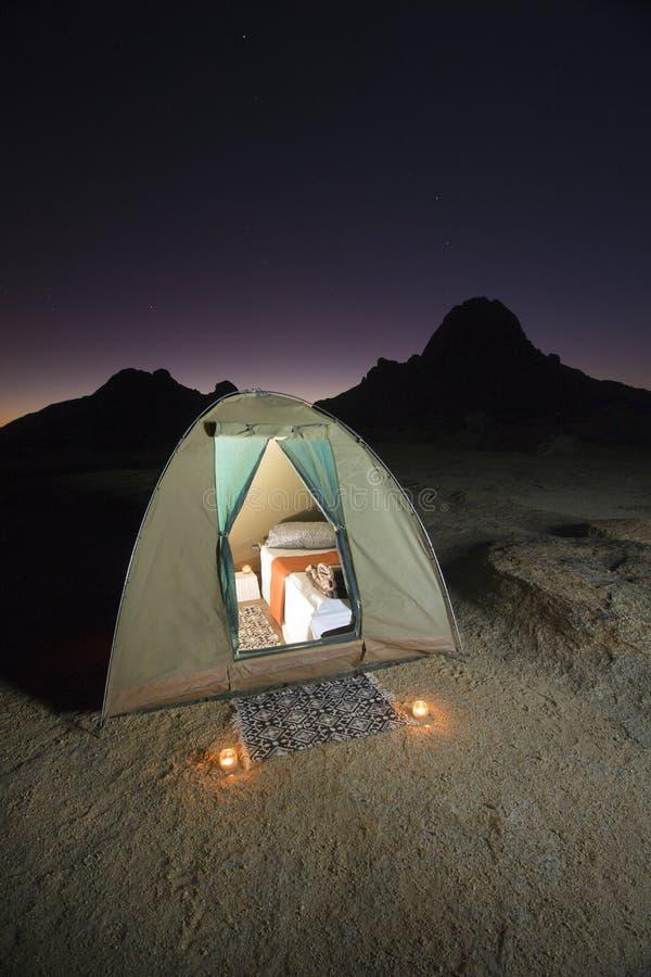 Luksusowy campingowy namiot zdjęcia royalty free