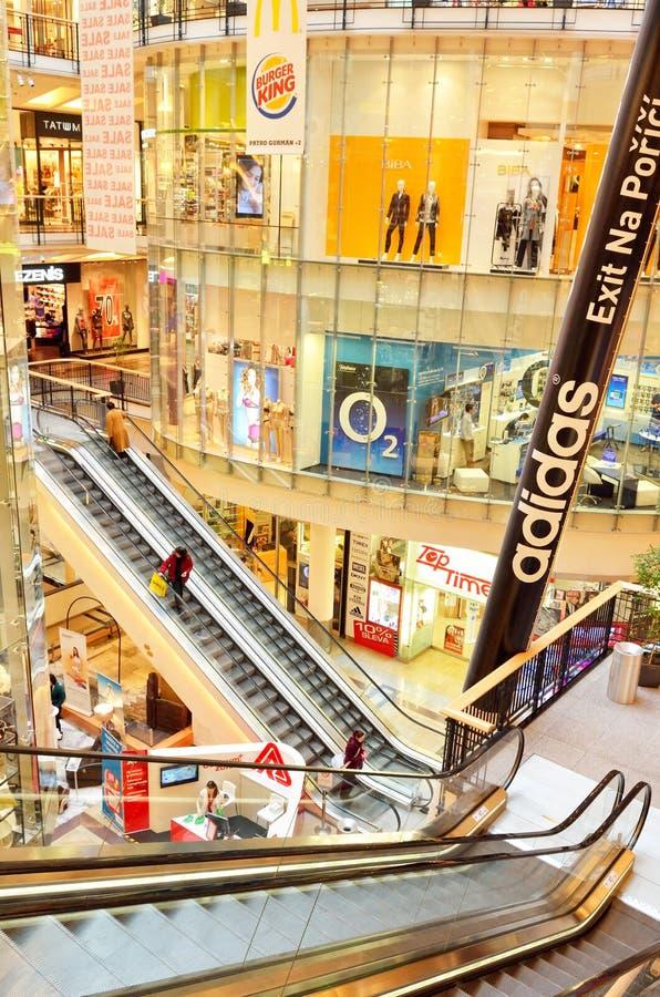 Luksusowy centrum handlowe w Praga mieście fotografia stock