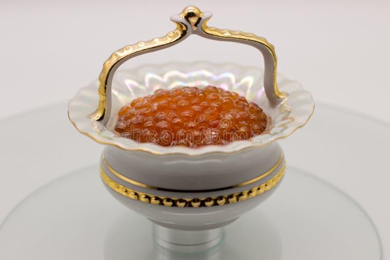 Luksusowy Czerwony kawior w wazie Karmowy fotografii pojęcie zdjęcie stock