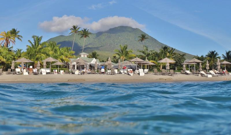 Luksusowy Cztery sezonu Hotelowego na Pinney plaży w wyspie karaibskiej Nevis obraz royalty free