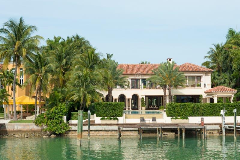 Luksusowy dwór na Gwiazdowej wyspie w Miami obrazy stock