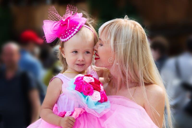 Luksusowy dziecko z mamą obraz stock