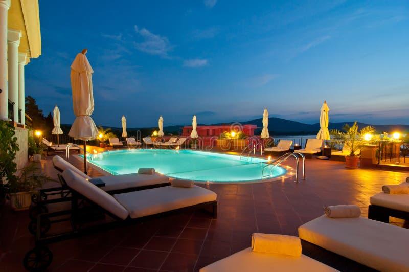 Luksusowy hotel pływacki basen fotografia royalty free