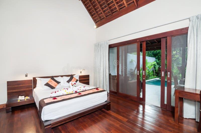 Luksusowy i Romantyczny sypialnia hotel zdjęcia stock