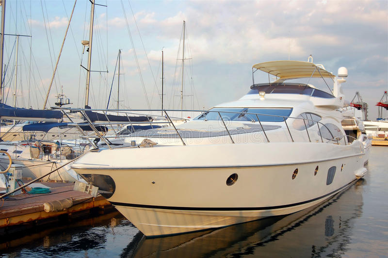Luksusowy jacht przy jachtu klubem obraz royalty free
