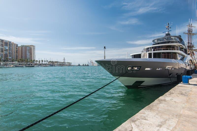 Luksusowy jacht w Malaga porcie, Hiszpania zdjęcie royalty free