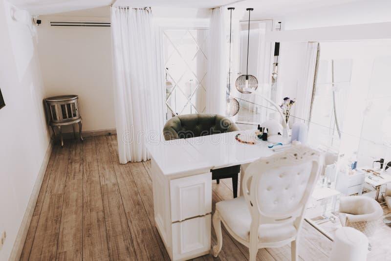 Luksusowy miejsce pracy mistrza manicure w piękno salonie zdjęcie royalty free