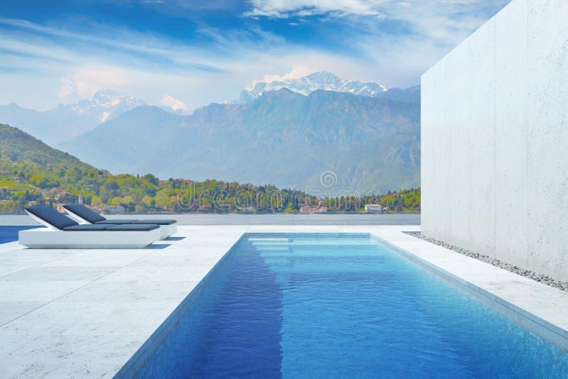 Luksusowy nowoczesny podwórko z basenem royalty ilustracja