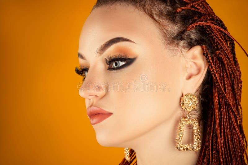 Luksusowy profil twarzy piękna kobieta zbliżenie zdjęcie royalty free