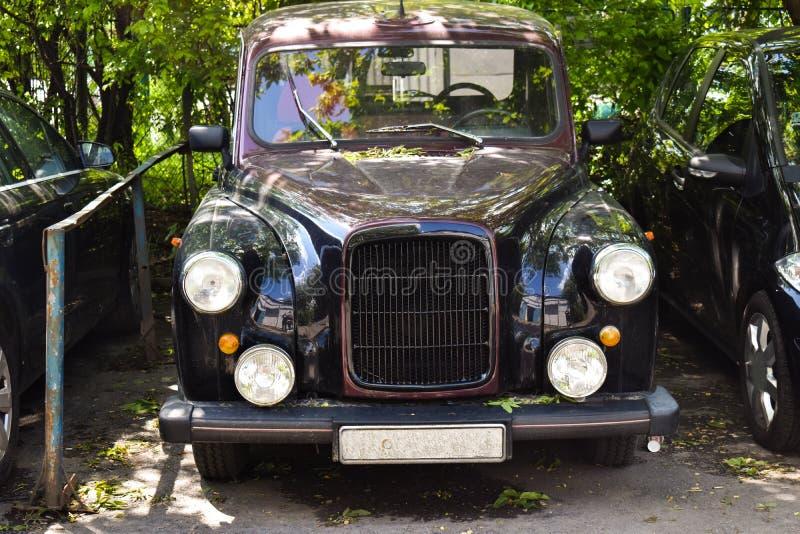 Luksusowy rocznika samochód parkujący w mieście fotografia stock