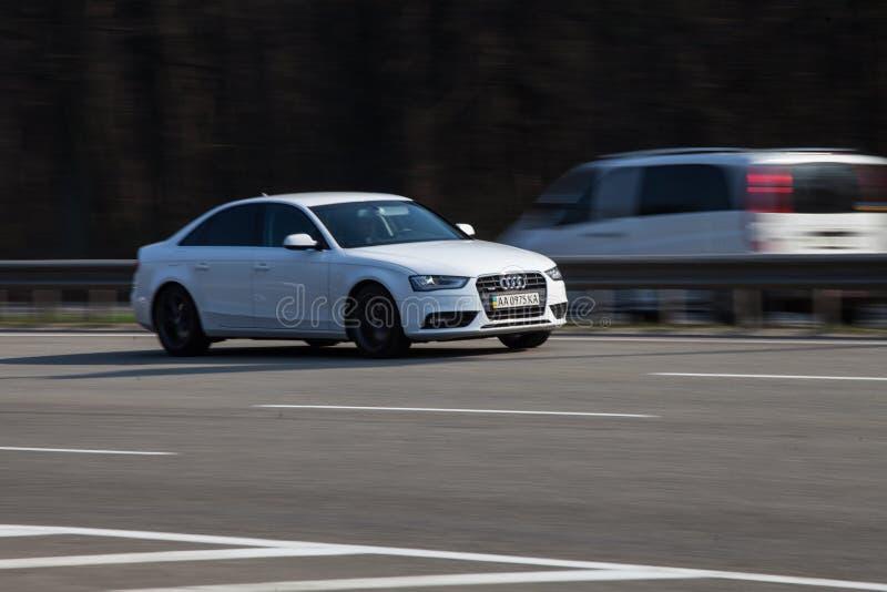Luksusowy samochodowy Audi mknięcie na pustej autostradzie fotografia royalty free
