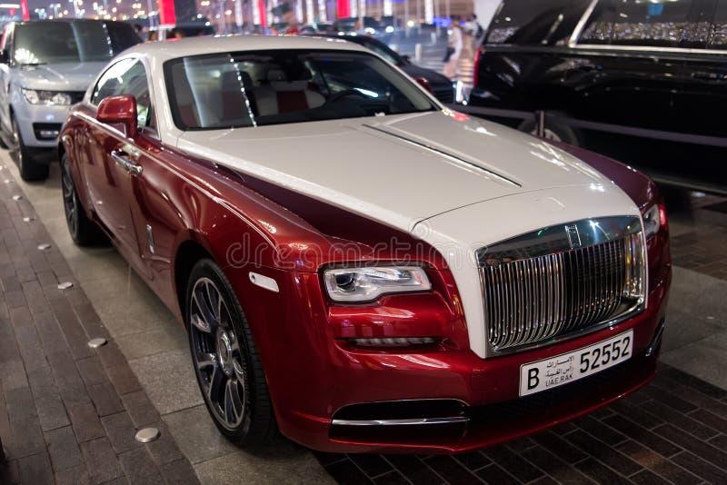 Luksusowy samochodowy Rolls Royce Wraith obok Dubaj centrum handlowego Rolls Royce jest sławnym drogim luksusowym samochodu gatun zdjęcia stock