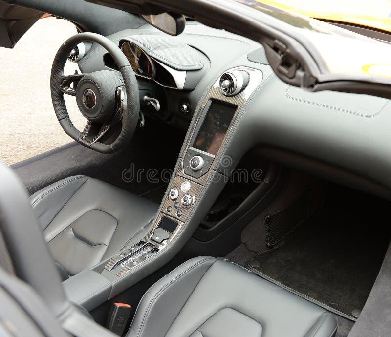Luksusowy sporta samochodu wnętrze zdjęcia royalty free