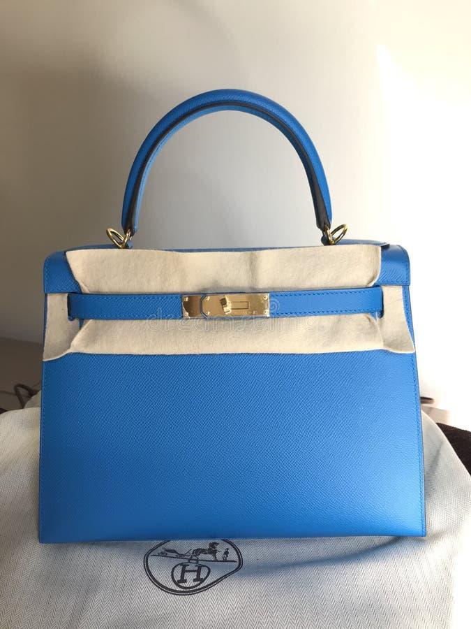 luksusowy torebki Hermes Kelly rozmiar 28 w błękitnej Zanzibar koloru Epsom skórze złota narzędzia i fotografia stock