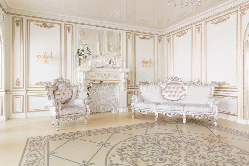 Luksusowy wystrój z światłem dziennym nowożytny fotograficzny studio Lekkiej wiosny izbowy pracowniany wnętrze zdjęcia royalty free