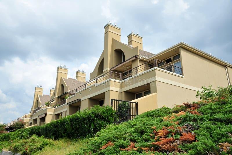 Luksusowy zbocze kurortu stylu dom zdjęcie royalty free